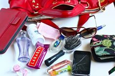 Inside the purse What's In My Purse, Whats In Your Purse, What In My Bag, What's In Your Bag, Consignment Shops, Pink Summer, Successful Women, Big Fashion, You Bag