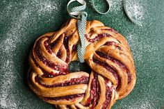 Cinnamon and raspberry whirl wreath recipe to bake Christmas Treats, Christmas Cakes, Christmas 2016, Christmas Recipes, Full Fat Milk, Braided Bread, Mince Pies, Xmas Food, Dry Yeast