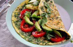 Een zomers recept van Lies van de toffe blog LepeltjeLiefde: eenomelet met koriander, avocado en tomaat. Klop de eieren los met het water en peper & zout. Tot het mengsel een beetje schuimig wordt. En roer er de grofgesneden koriander door. Verhit olie in een grote koekenpan en smeer het uit over de hele pan. […]