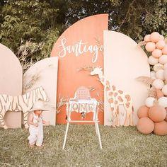 Safari Party Decorations, Girl Birthday Decorations, First Birthday Party Themes, Safari Birthday Party, Circus Birthday, Baby Girl Birthday, Baby Party, 25th Birthday, Diy Wedding Backdrop