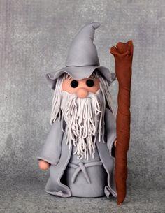Fondant Gandalf Cake Topper (Massanfertigung) - baking, cakedesign and other loves! Bolo Hobbit, Hobbit Cake, The Hobbit, Gandalf, Gateau Harry Potter, Biscuit, Ring Cake, Fondant Figures, Creative Cakes