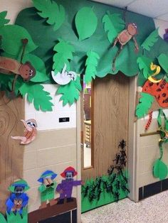 New kids room jungle classroom Ideas Rainforest Classroom, Rainforest Crafts, Jungle Theme Classroom, Rainforest Theme, Classroom Decor Themes, Classroom Ideas, Jungle Decorations, School Decorations, Tree Decorations