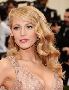 Need to know about the latest Blake Lively movies? Get our most updated Blake Lively news, videos, and photo galleries at E! Bridesmaid Hair, Prom Hair, Gossip Girl, Wedding Hair And Makeup, Hair Makeup, Retro Wedding Hair, Blake Lively Makeup, Wedding Hairstyles, Cool Hairstyles