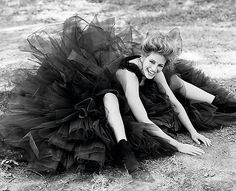 Julia Roberts photo by annie leibovitz Julia Roberts, Vanity Fair, Annie Leibovitz Photography, Herb Ritts, Celebrity Photography, People Photography, Fashion Photography, We Are The World, Famous Faces