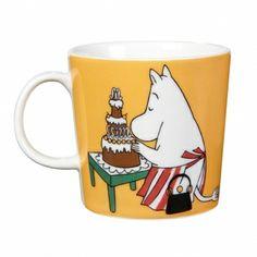 Shop the Moomin Moominmamma Cartoon Character Mug by Arabia, a must-have collectible porcelain/ceramic mug decorated with a cult classic Moomin story. Moomin Shop, Moomin Mugs, Magic Bag, Tove Jansson, Buy Chair, Porcelain Mugs, Mom Mug, Nordic Design, Marimekko