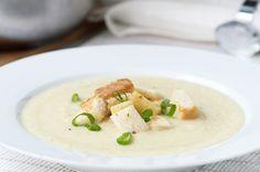 Leichte Suppe mit Senf und Sellerie. Das Rezept lässt sich einfach zubereiten.