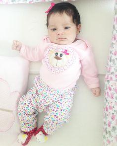 Tem bebê de 28 dias ligadona acompanhando as travessuras da irmã mais velha. �������� #Lais #28dias #newborn #bebe #baby #babygirl #maternidade #maternidadereal #amordemae #love #loveyou #amor #maedemeninas #maededuas #minhasmeninas #momblogger #instablogger #instagood #niteroi #rj #mundorosa #mamaeflores #sunday #domingo http://misstagram.com/ipost/1550195763254684851/?code=BWDZtVZHGyz