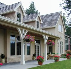 Porch poles style Get some really great covered porch and wrap-around porch decorating ideas right here in this article. Front Porch Posts, Front Porch Pillars, Front Porch Pergola, Pergola Roof, Front Porches, Porch Kits, Porch Ideas, Patio Ideas, Roof Ideas