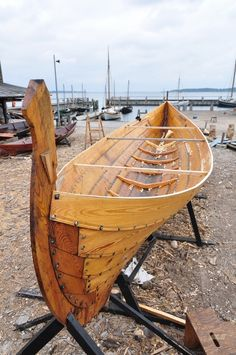 Viking Ship Museum, Roskilde, Denmark - Replica building in progress. Canoe Plans, Boat Plans, Wooden Boat Building, Boat Building Plans, Jon Boat, Viking Longship, Yacht Builders, Wood Boats, Plywood Boat