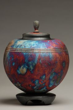 Orb Copper Raku Urn by ElementalUrns on Etsy Raku Pottery, Pottery Art, Pottery Designs, Sculptures Céramiques, Terracota, Cremation Urns, Cremation Ashes, Ceramic Clay, Ceramic Tools