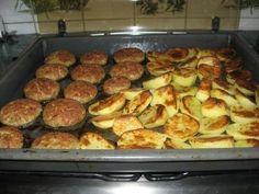KOTLETY MIELONE Z PIEKARNIKA Polish Recipes, My Recipes, Recipies, Cooking Recipes, Polish Food, Sugar Free, Zucchini, Food And Drink, Meals
