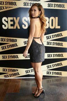 Perfume feito na Espanha, mas com embaixadora brasileiríssima. Assim é o Sex Symbol, criado pelo conglomerado de moda e beleza espanhol Puig.  Idealizado com foco nas brasileiras, que amam uma  fragrância mais sensual. Por isso, a embaixadora desta fragrância e Sabrina Sato. Acesse a AZ e confira!