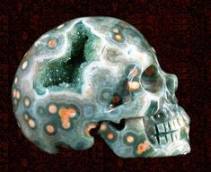 Skullis.com Skulls carved from geodes. Crazy!!!!