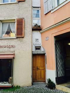 Schmalste Hausfassade Europas, Kirchstrasse Bregenz Innsbruck, Salzburg, Austria, Places To See, Outdoor Decor, Art, Bregenz, Linz, House Siding
