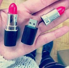 Many ladies often remember their lipsticks rather than their USB drive. The lipsticks style USB drive can easily draw your attention above all other things.
