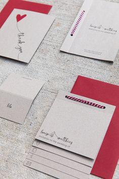Für eine Hochzeit auf dem Bauernhof: ein Booklet mit vielen verschiedenen handgezeichneten Icons, gedruckt auf Recyclingpapier, kombiniert mit Bäckersgarn und weinrotem Couvert. #papeterie #hochzeitspapeterie #hochzeitseinladungen #einladungskarten #weddinginvitations #weddingstationery #dankeskarte #tischkarte #weddingbooklet Atelier, Place Cards, Drawing Hands, Invitation Cards, Threading, Products, Amazing