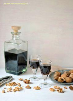 Domácí ořechový likér | Blog Mlsné Kočky Ham, Smoothies, Alcoholic Drinks, Coffee Maker, Food And Drink, Sweets, Recipes, Blog, Syrup
