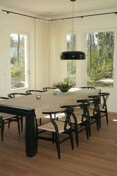 Elegant black rod and light curtains - that's my style.