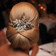 Bruidskapsel met haarsieraad