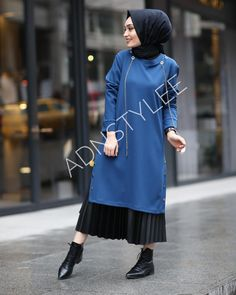 "1,687 Beğenme, 5 Yorum - Instagram'da Hijab Style (@hijaab.style): "" @elibollardanbusraaa ~~~~~~~~~~~~~~~~~~ FOLLOW @hijaab.style #tesettur#hijabfashion…"" Muslim Fashion, Hijab Fashion, Fashion Dresses, Hijab Dress, Hijab Outfit, Long Skirt Fashion, Modest Outfits, Modest Clothing, Hijab Chic"