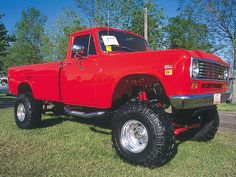 1975 International Harvester 200 Series Front Side View