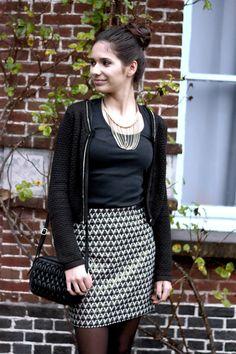 Glamour avec une jupe aux accents dorés ! #fête #tenue | Clarks | Brantano