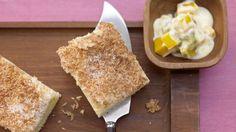 Schneller Kokoskuchen - mit Maracuja-Mango-Joghurt - smarter - Kalorien: 191 Kcal - Zeit: 30 Min. | eatsmarter.de