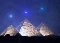 Mercurio, Venus y Saturno se alinean con las Pirámides de Giza por primera vez en 2.737 años el 3 de Diciembre de 2012.