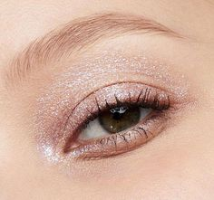 Cat Eye Makeup, Eyeshadow Makeup, Eyeliner, Hair Makeup, Liquid Eyeshadow, Eyeshadow Palette, Gray Eyeshadow, Emo Makeup, Glowy Makeup