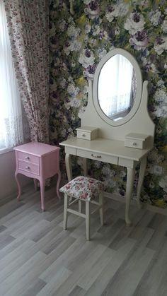 Makyaj masası & puf & komiği / make up desk & stool &  nightstand