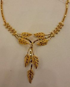 42 Awesome Gold Necklace Designs Ideas Youll Actually Want Gold Ring Designs, Gold Earrings Designs, Indian Gold Necklace Designs, New Gold Jewellery Designs, Indian Jewelry Sets, Indian Gold Jewellery, Gold Jewelry Simple, Bridal Jewelry, Jewelry Design