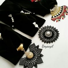 This Pin was discovered by Yah Hijab Evening Dress, Evening Dresses, Beading Projects, Models, Diy And Crafts, Piercings, Fashion Accessories, Creations, Beads