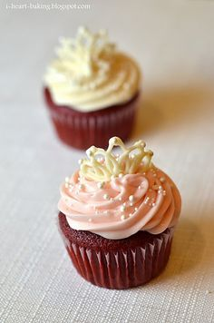 so cute!! but with flavored white cake instead of red velvet!