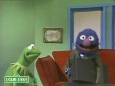 Sesame Street: Kermit And Grover The Sunglass Salesman (2008)
