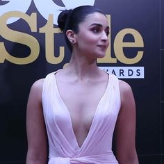 """Alia bhatt at gq style awards 2018 You can view the full set of her pics from that…"""" Indian Celebrities, Bollywood Celebrities, Bollywood Actress, Hindi Actress, Hot Actresses, Beautiful Actresses, Indian Actresses, Alia Bhatt Cute, Amai"""
