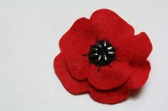 Veteran's Day felt poppies - although the blogger writes about this as a Canadian tradition, I remember the red plastic poppies from my childhood in the US, too. Sweet, easy craft.
