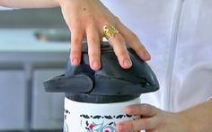 As garrafas térmicas sempre mancham, por mais que nos esforcemos em limpá-las, por isso hoje ensinamos Como Tirar Manchas Escuras da Garrafa Térmica e elas