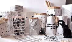 Shop/Sklep: http://www.szaryfika.plReusable, hand painted paper bags. Simply way to store toys, newspapers, dry laundry and many other things. Ręcznie malowane torby papierowe wielokrotnego użytku. Na zabawki, pluszaki, gazety, papiery, suche pranie, …
