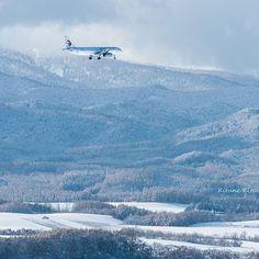 【kitune_kitano20】さんのInstagramをピンしています。 《冬色パレット♪ . 雪丘を飛ぶ♪ . 空から見る雪景色は、きっと最高に綺麗でしょうね( *ˊᵕˋ)✩︎‧₊ . #東京カメラ部 #tokyocameraclub #instagramjapan #キタムラ写真投稿 #japan_photo_now#natgeo#nationalgeographic #igers #500px  #japan_daytime_view#japan_photo_now#北海道#冬#雪 #雪景色 #飛行機#森#丘#冬 #雪山#nikon #nikon_photography #airplane #airplanes #airplane_lovers》