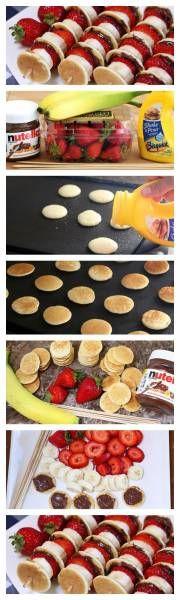 Brochettes de mini pancakes, fraises, bananes, nutella