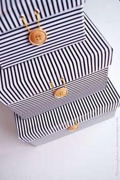 Se com o pesar do tempo você juntou algumas caixas de sapato, que agora não usa mais, você pode reutilizá-las usando a reciclagem criativa. Veja aqui algumas ideias interessantes, para se inspirar e criar recipientes coloridos, caixa de jóias, casinha bonecas. e outras sugestões bem bacanas.