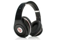 Beats By Dre headphones Studio Over Ear in Black Beats Studio Headphones, Dre Headphones, Over Ear Headphones, Beats By Dre, Cheap Beats, Best Noise Cancelling Headphones, Red Accessories, Like4like, Gadgets