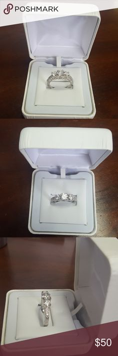 White gold 10k, cubic zirconia ring Beautiful 3 stones, with side stones. 10kt engraved Jewelry