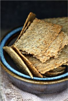 Seedy Crisps Crackers & several other recipes for crackers http://www.passionateaboutbaking.com/2012/07/baking-crazy-for-crackers-seedy-times-with-the-daring-bakers.html