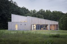 GO Logic designed and built Warren Woods Passive House. Measuring The University of Chicago's Warren Woods Ecological Field Station was completed in Timber Architecture, Education Architecture, Architecture Design, Warren House, Passive House Design, Larch Cladding, Wooden Facade, Chicago University, Agricultural Buildings