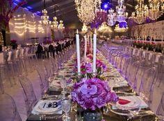 Sposalizio Vip con seicento ospiti per una coppia arabo-indiana. Corteo nuziale in centro, a Zuel festa in una tensostruttura