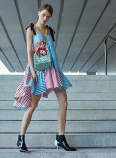 Silvia Tcherassi Pre-Fall 2019 Fashion Show Collection: See the complete Silvia Tcherassi Pre-Fall 2019 collection. Look 9 Vogue Fashion, Fashion 2017, Urban Fashion, Fashion Looks, Fashion Trends, Fashion Sites, Style Fashion, Fashion Dresses, Fashion Tips For Women