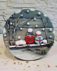 Chrismukkah decoration idea with painted rocks - Kinder Weihnachten Stone Crafts, Rock Crafts, Diy Christmas Ornaments, Diy Christmas Gifts, Christmas Projects, Holiday Crafts, Christmas Decorations, Diy Crafts, Christmas Pebble Art