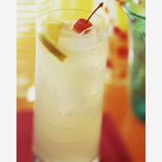 Tom Collins - 10 Must-Mix Classic Cocktails | eHow