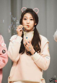 Adorable Yein ❤❤❤ Yein Lovelyz, Lovelyz Kei, South Korean Girls, Korean Girl Groups, Pop Kpop, Fashion Forecasting, Jin, Woollim Entertainment, Korean Music